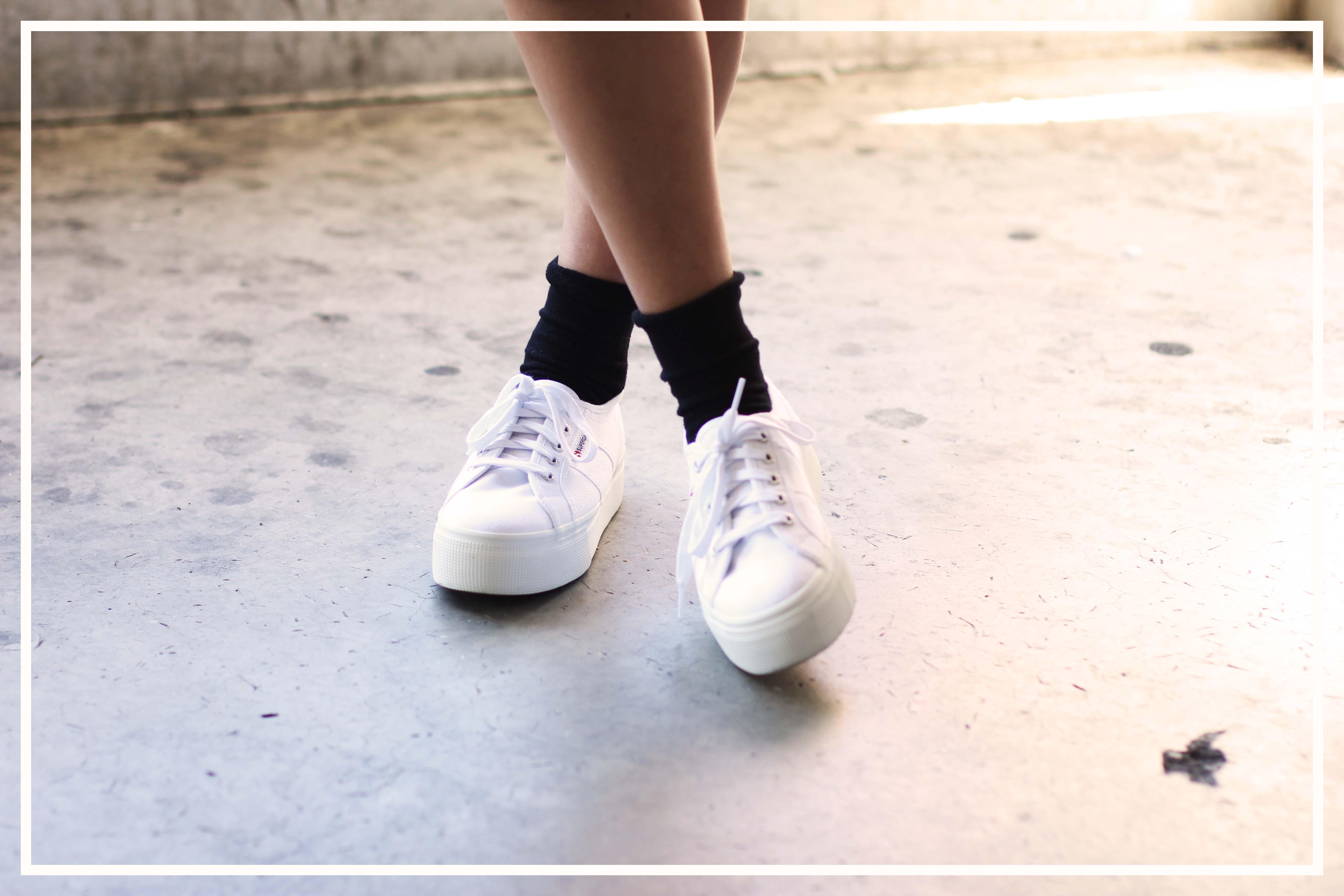Outfit: Midi Dress, Bomberjacke und Superga Platform Sneaker